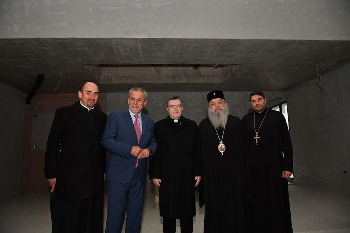 Архиепископот Стефан, Кардиналот Божаниќ и градоначалникот Бандиќ во посета на црквата на МПЦ во Загреб