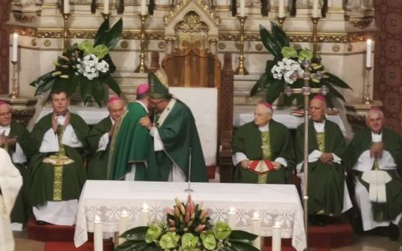 Бискупот Стојанов му додели благодарница и медалјон на кардинал Пуљиќ