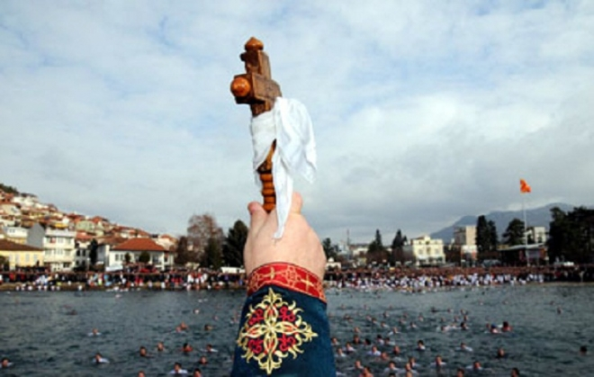 Македонците во Италија ја одржуваат традицијата за Водици