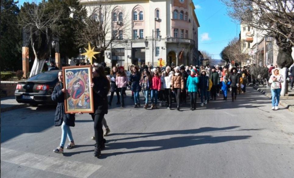 Детска Бадникарска поворка во Струмица