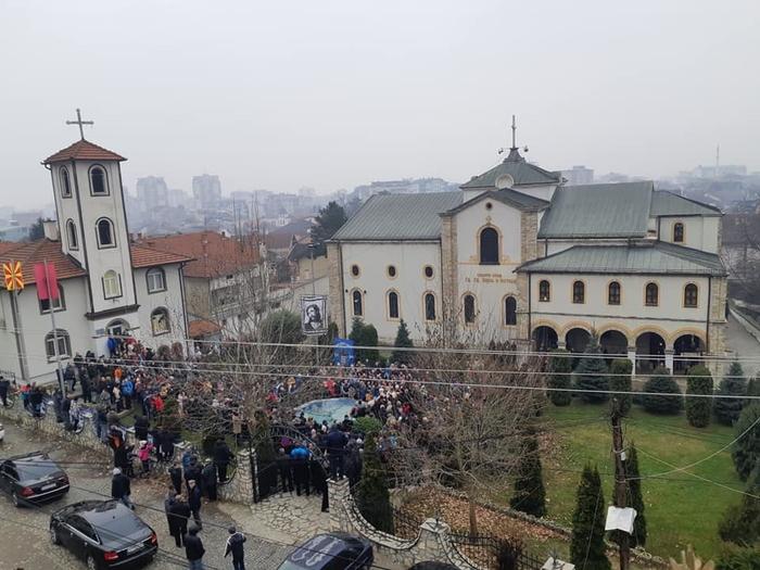 Во Тетово Горан Јосифовски-Џемо го фати осветениот крст