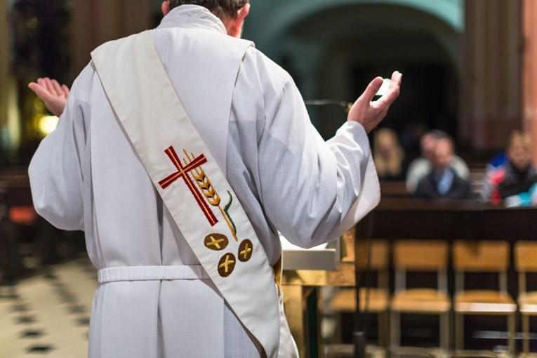 Двајца свештеници и три калуѓерки во БиХ заразени со коронавирус