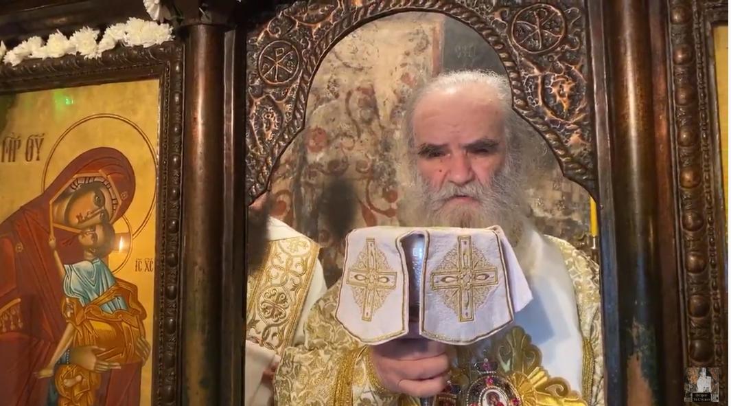 Амфилохије на литургија го смени диптихот како да е поглавар на автокефална црква