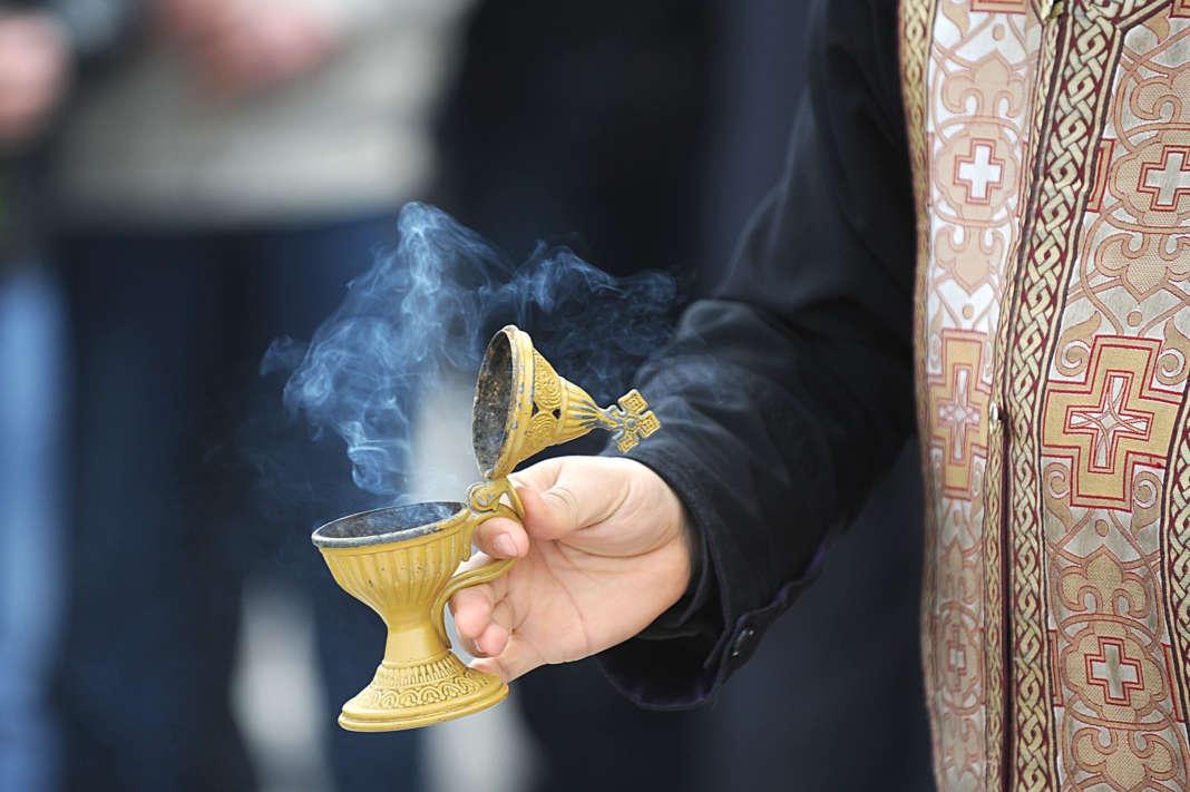 Верници масовно купуваат темјан