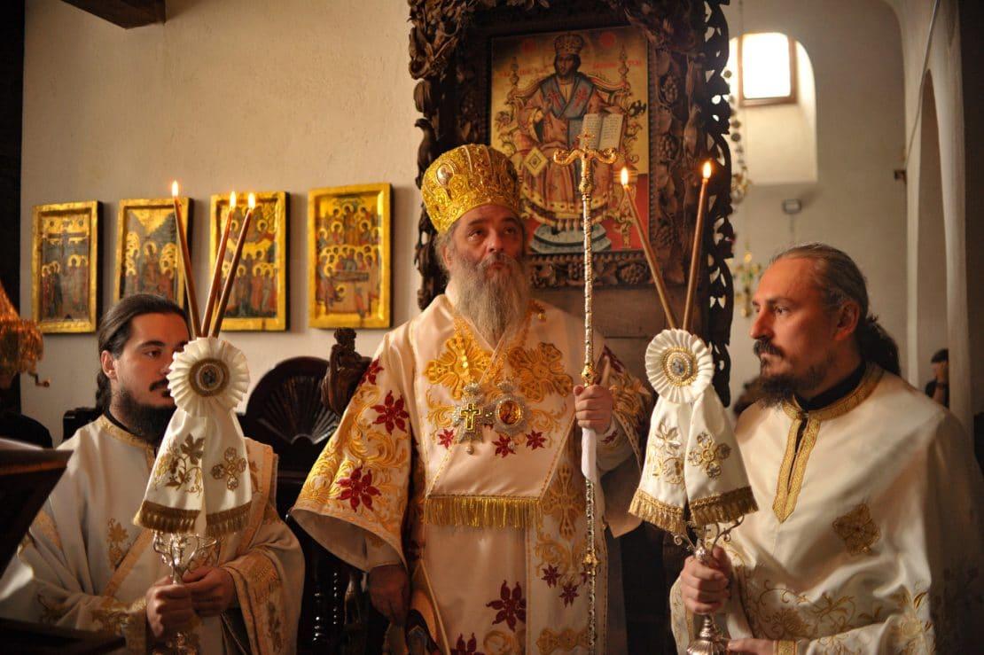 Прва Литургија на Отец Партениј како Епископ