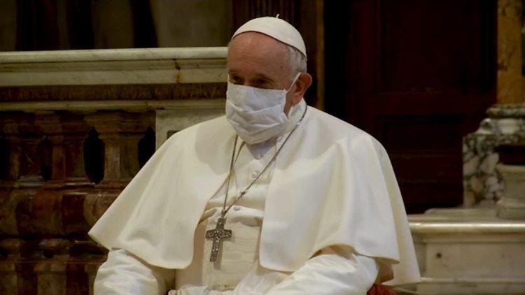 Папата Франциск жестоко ги критикуваше оние кои не носат маска