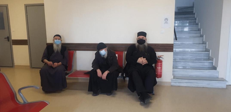 Вакцина примија првите монаси на Света Гора