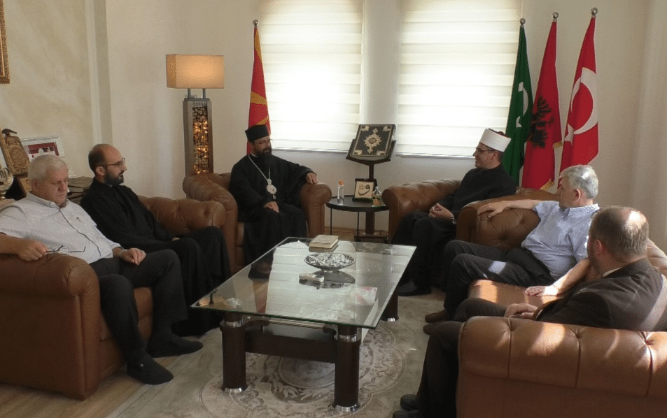 Владиката Јосиф во посета на гостиварското муфтиство по повод Курбан бајрам