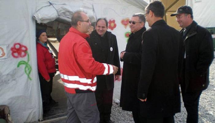 Бискупот Стојанов во центарот за мигранти во Гевгелија