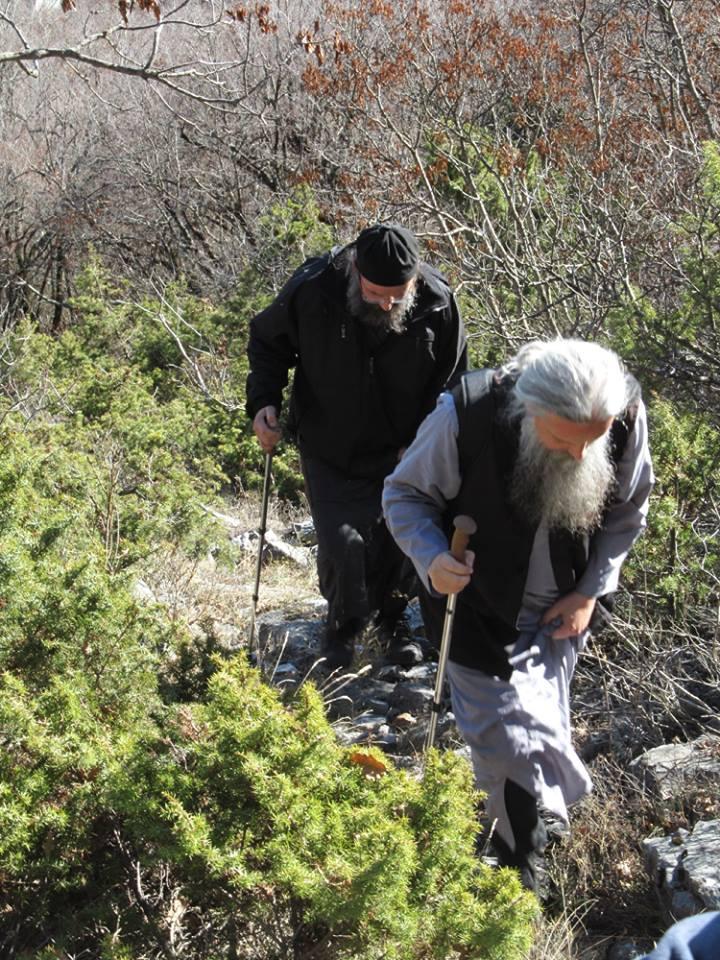 Игуменот Зрзески, отец Климент предводник на монашката прошетка низ падините на Даутица