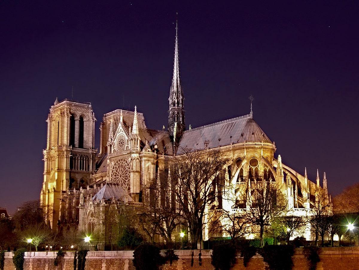 """Катедралата Нотер Дам во Париз, Франција – Римокатоличка црква (Позната како """"Богородичната црква"""". Таа е Готска катедрала. Била градена во периодот од 1160 година до 1345 година)"""