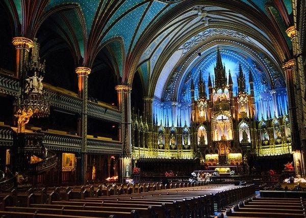 Нотер дам  Базиликата во Монтреал, Канада ( Изградена е во 1829 година)