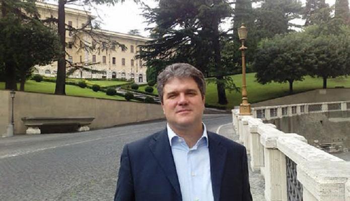 Деканот Ѓоргевски: Се наѕира праведно соломонско решение за црковното прашање