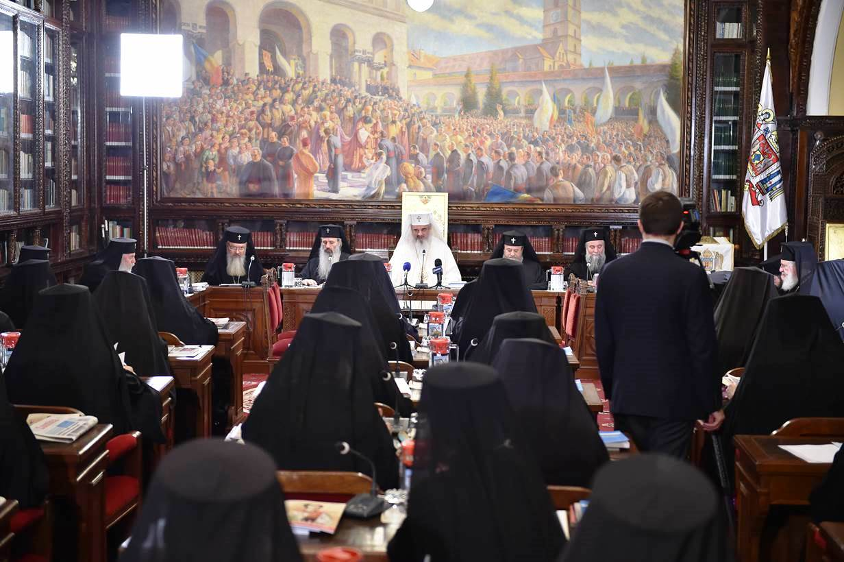 Романската православна црква застана зад уставно дефинирање на бракот како маж и жена