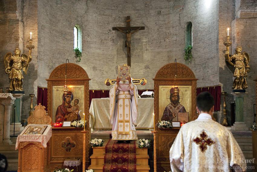 Романската црква во Италија подели 1000 стипендии за деца