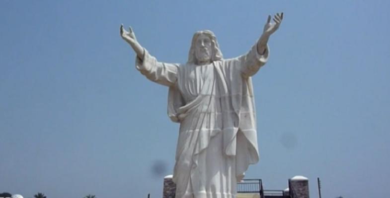 Во Африка поставена статуа на Исус тешка 40 тони