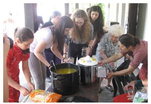 Во Бугарија деца организираа социјални кујни