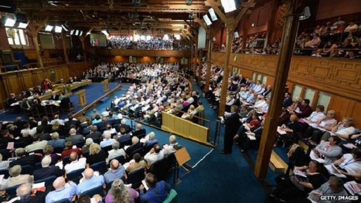 Геј свештениците станаа легални во шкотската протестантска црква
