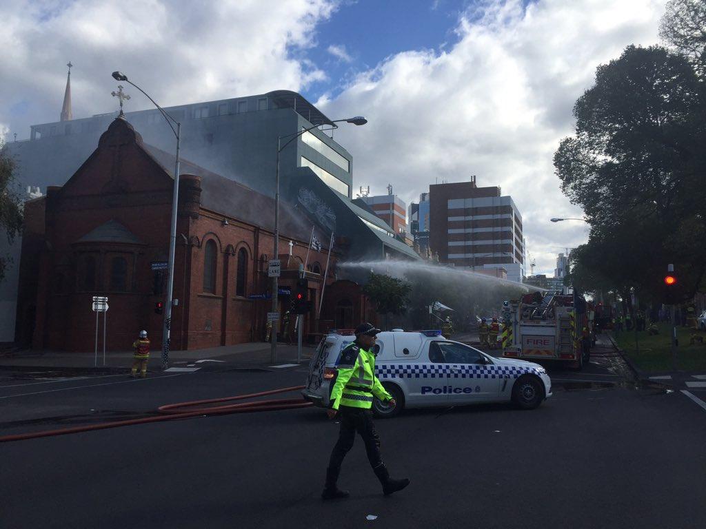 Во Австралија пожар и во грчка црква