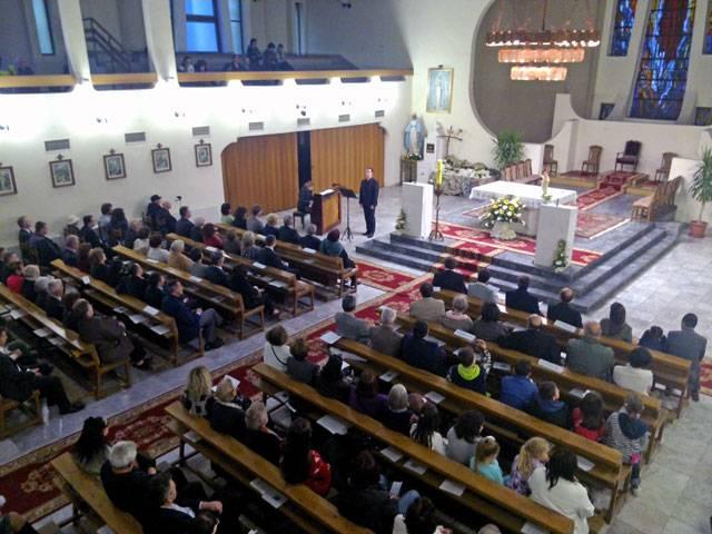 Бискупот Стојанов им ги миеше нозете на 12 католички верници