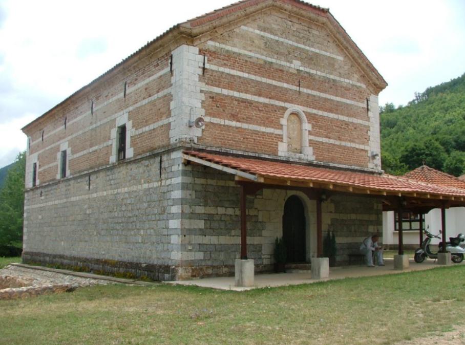 Единствениот храм посветен на Сите Светии се наоѓа во Лешани
