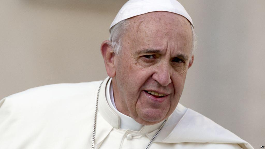ПАПАТА: христијаните треба да им се извинат на хомосексуалците