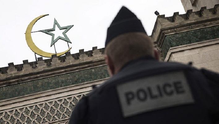 Валс: Франција нема да ја гарантира слободата на исламот ако муслиманите не ѝ помогнат на земјата