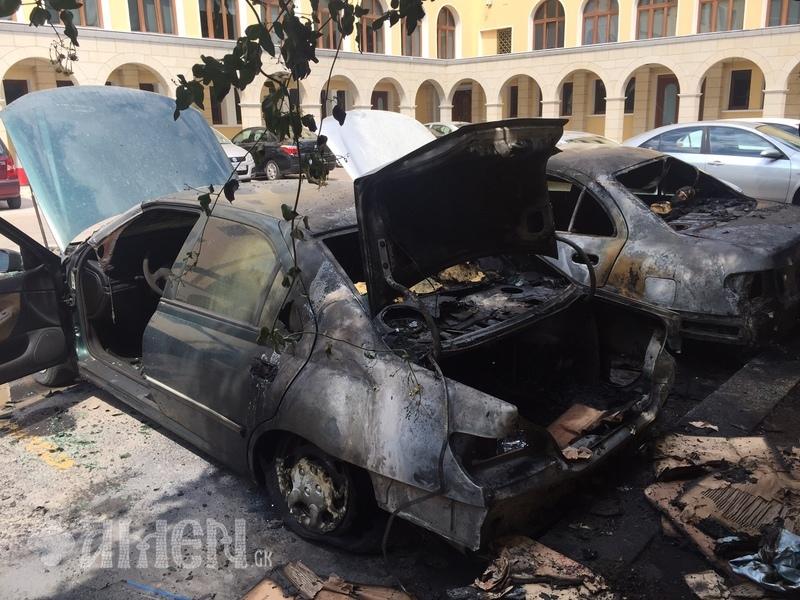 Анархисти фрлија молотови коктели врз седиштето на Грчката црква
