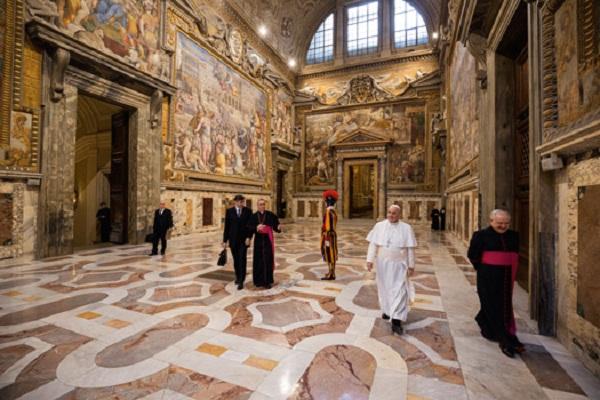 Ватикан основа министерство за мигранти, несреќни и болни лица