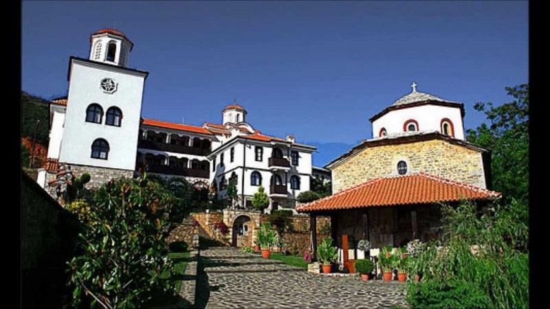 Манастирите Бигорски и Рачјица во изолација, молитвите и литургиите непрестајно се одвиваат