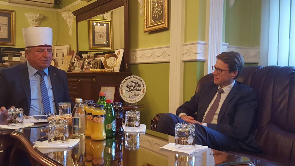 Амбасадорот Жбогар на гости кај поглаварот на ИВЗ