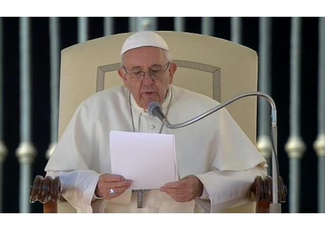 """Папата Франциск повика на """"итен прекин на огнот"""" во Сирија"""