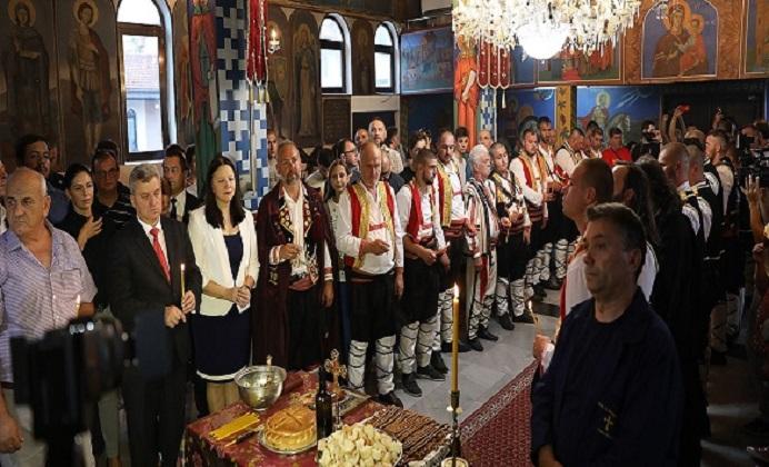"""Комитите коњаници од здружението """"Бигорски манастир"""" со благослов тргнаа за Крушево"""