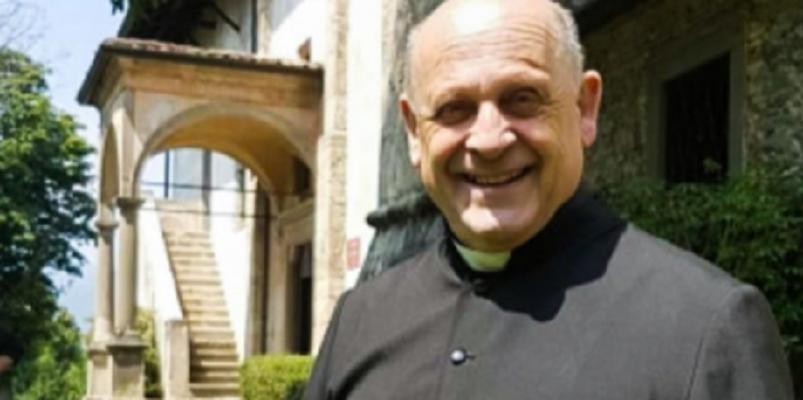 Почина свештеник кој се откажа од респиратор за да спаси помлад пациент