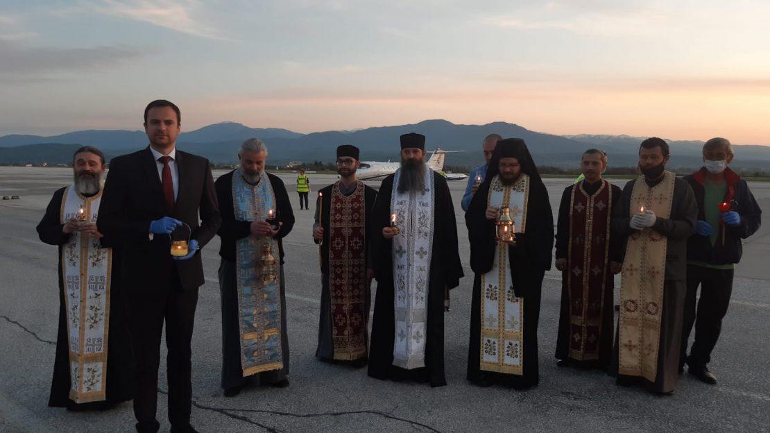 В сабота на скопскиот аеродром ќе пристигне Светиот благодатен оган