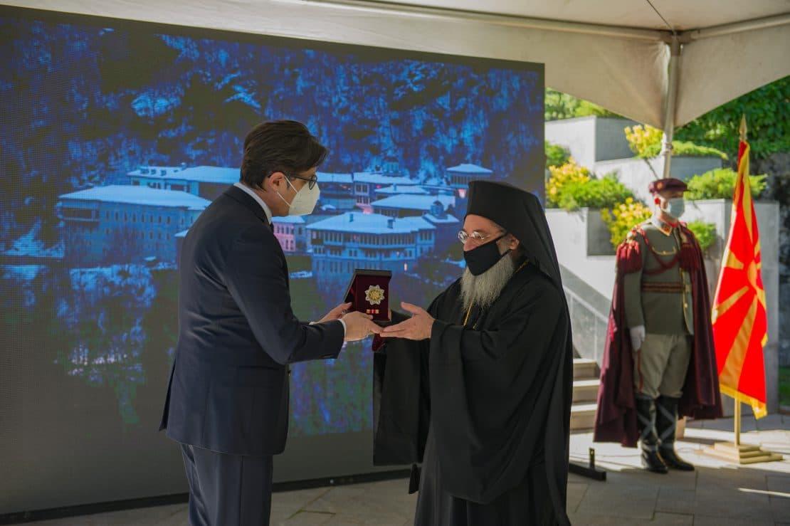 Духовните вредности на Бигорскиот манастир закитени со Орден за заслуги