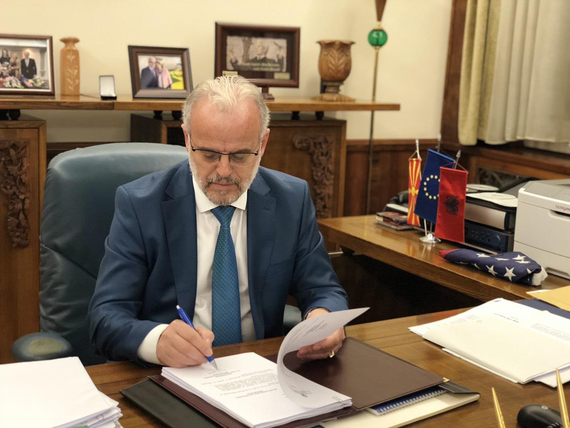 Претседателот на Собранието Џафери го честиташе Божик