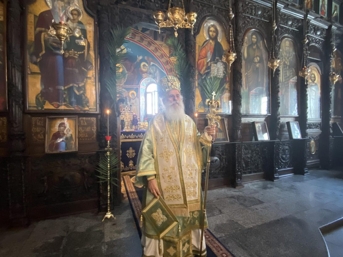 Владиката Петар го победи коронавирусот и служеше литургија