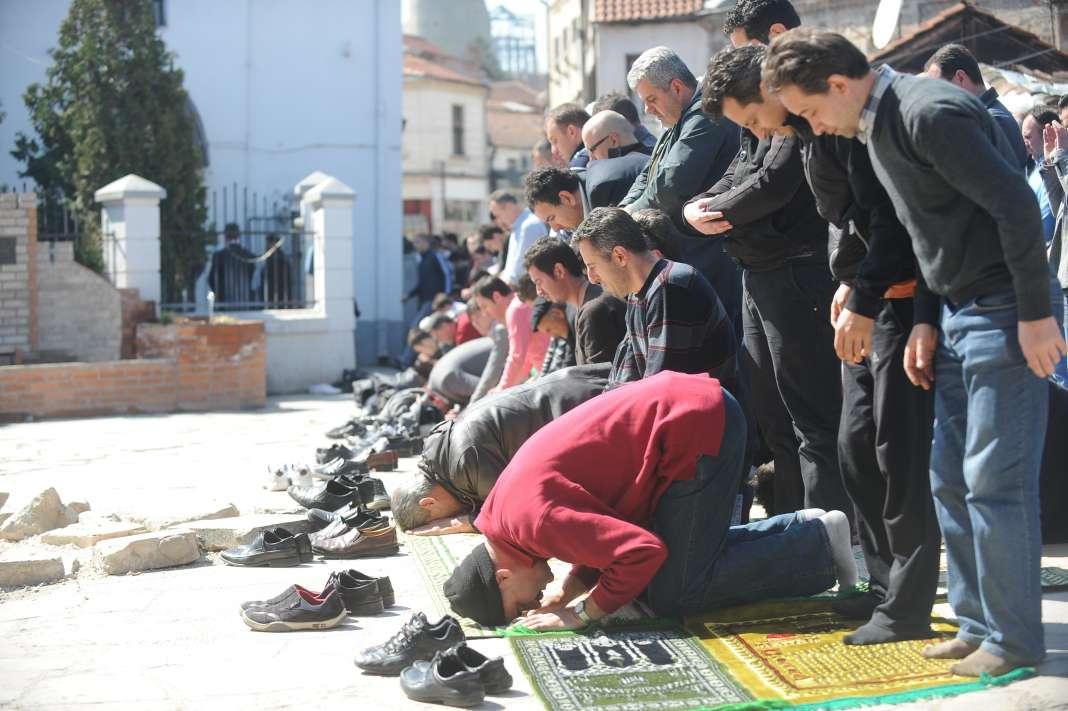 Муслиманите го слават Курбан-бајрам