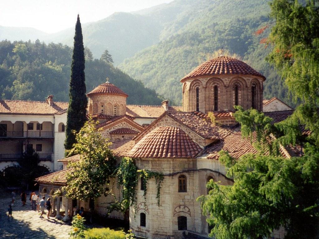 Отворен дом за нега на стари лица во Бачковски манастир во Бугарија