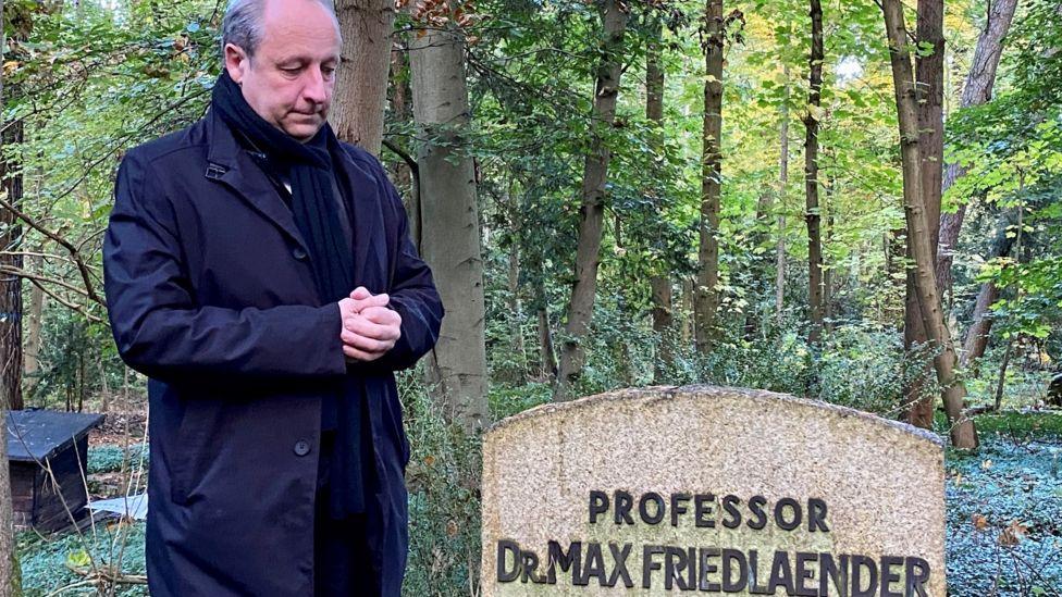 Неонацист погребан во поранешен гроб на еврејски професор во Германија, Протестантската црква го осуди чинот