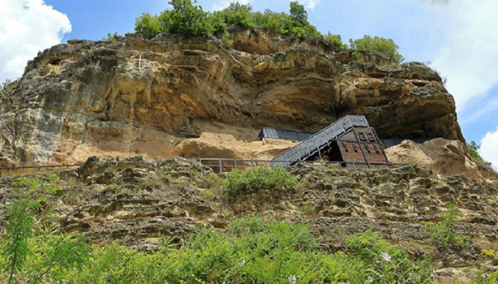 Бугарија: Се навршуваат 1.100 години од основањето на Пештерниот манастир крај Крепча